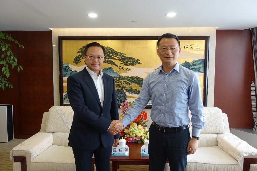 陈绍雄总裁(左)与钱朝阳董事长会面