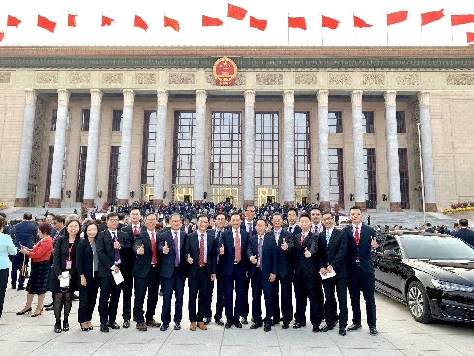 陈绍雄总裁与访京团代表在人民大会堂前合影