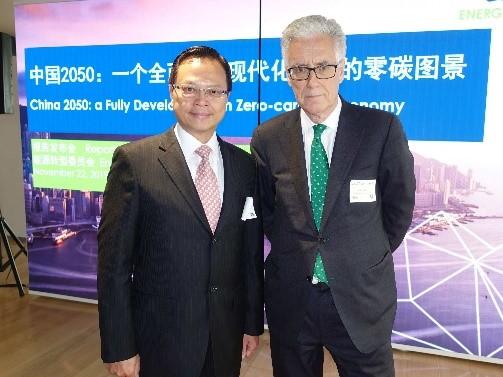 陈绍雄总裁(左)与ETC主席Adair Turner勋爵合影