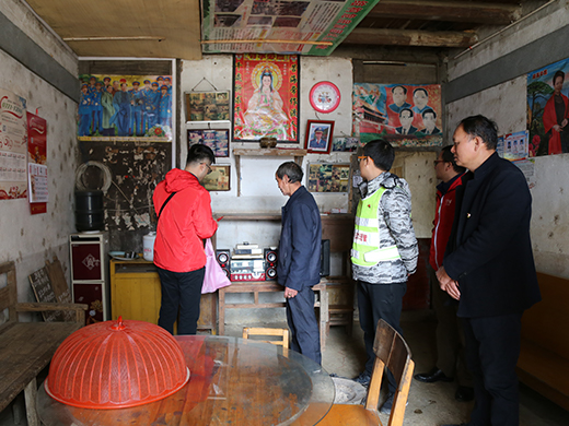 Volunteers from Fangchenggang Power Station visit the villagers' homes in Xin'an Village to check the hidden risks in electricity consumption for the villagers